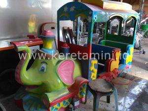 odong2 kereta motor gajah hijau